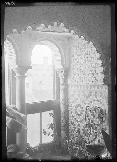Interior. Decoración yeserías y azulejos [Material gráfico]